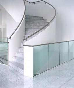 Die Treppenhausreinigung in ihrem Unternehmen oder Haushalt ist wichtig. Wir reinigen gerne in ihrer Immobilie. Ihr starker Partner für die Gebäudereinigung, Büroreinigung und Treppenhausreinigung.