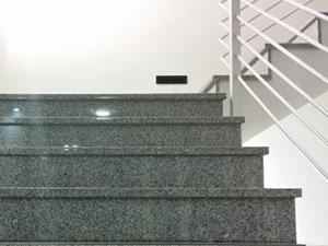 Gebäudereinigung und Büroreinigung sind genauso wichtig wie die Treppenhausreinigung in ihrem Unternehmen oder Haushalt. Wir reinigen gerne in ihrer Immobilie. Ihr starker Partner für die Gebäudereinigung, Büroreinigung und Treppenhausreinigung.